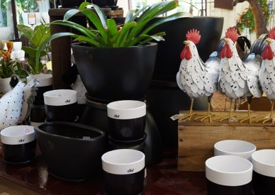 Pots black & white Roosters