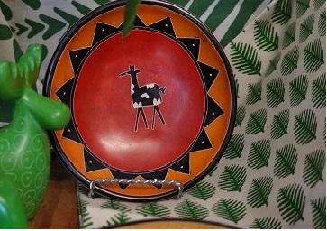 Kisii stoneware giraffe plates