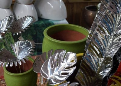 Metal leaves & pots